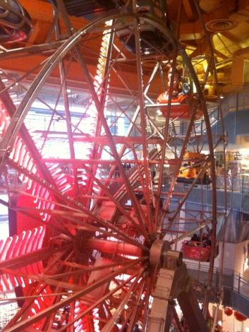 New York - La grand roue intérieure de Toys R'Us